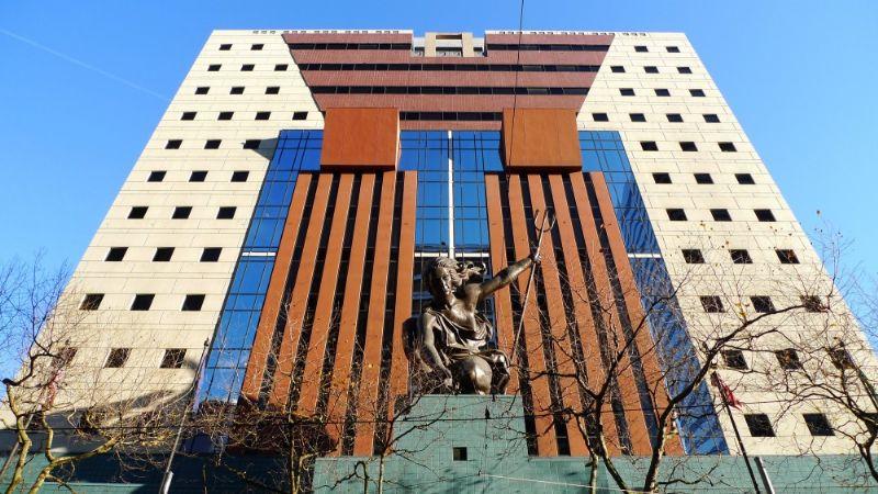 Het Portland Building is misschien geen publieksfavoriet, maar toch blijft dit gebouw één van de vroege klassiekers van de postmodernistische architectuur. Onlangs diende de stad Portland een aanvraag in voor een renovatie van 95 miljoen dollar.
