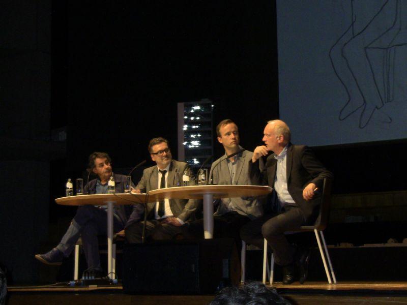 V.l.n.r.: Rob Cuyvers (decaan UHasselt), Leo Van Broeck (architect bij Bogdan & Van Broeck) en Tom Avermaete (hoogleraar TU Delft), Christoph Grafe (directeur VAi).
