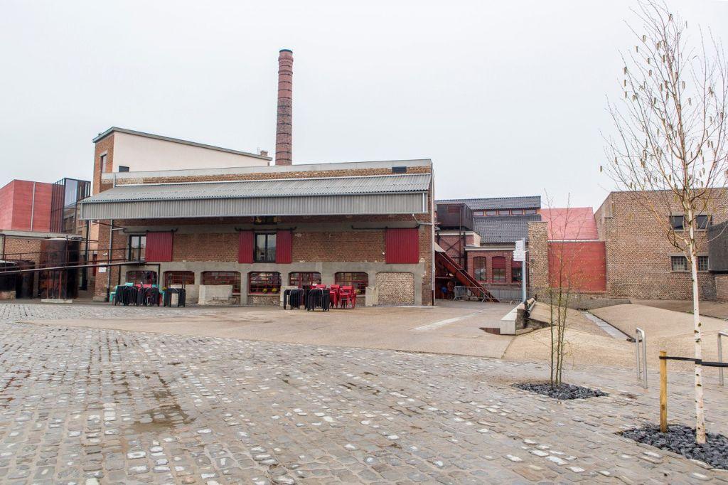 Zuidgevel met terras van de smaakfabriek