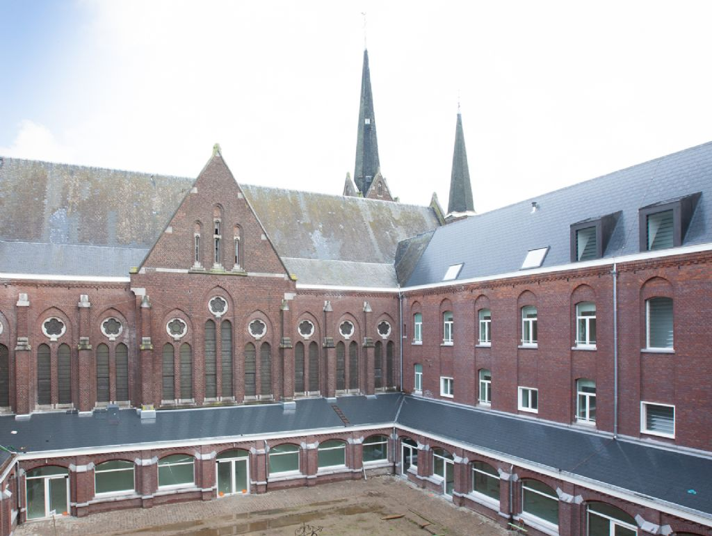 Het klooster onderging een volledige metamorfose, al is dat met veel respect voor het verleden gebeurd. Zo zijn de karakteristieke gaanderijen rond de binnenkoer smaakvol geïntegreerd in het geheel.