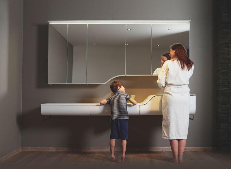Alke introduceert de wastafel op twee hoogtes