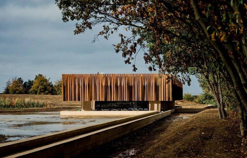"""""""Zonder Vlaams Bouwmeester geen crematorium in Holsbeek"""" (OO 1008, RCR Aranda Pigem Vilalta arquitectos i.s.m. Coussée & Goris architecten)"""