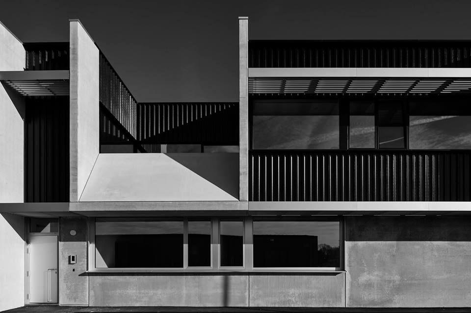 De winnende foto is een opname van een industrieel gebouw in Meerhout, een ontwerp van architect Guy Bensch.