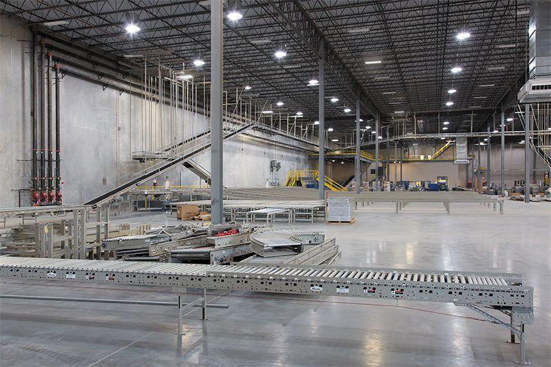 Solatube Skyvault verlichting in een productiehal