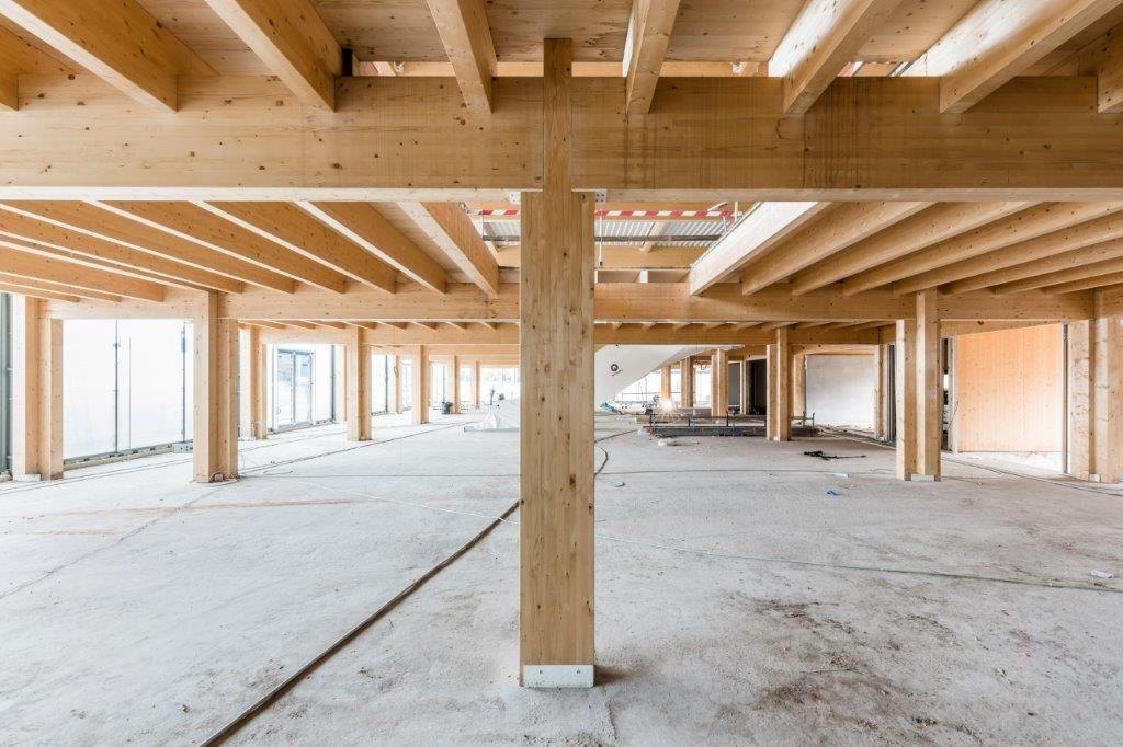 """""""Het is de eerste keer dat we een volledige houten gebouwconstructie realiseren"""", aldus projectleider Gunther Vranken."""