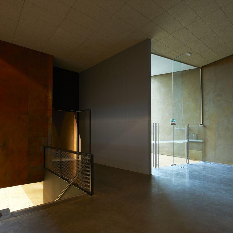 Le grand hall principal articule les différents espaces d'exposition et donne au visiteur un accès restreint au CEDD, situé sous la grande salle d'exposition.