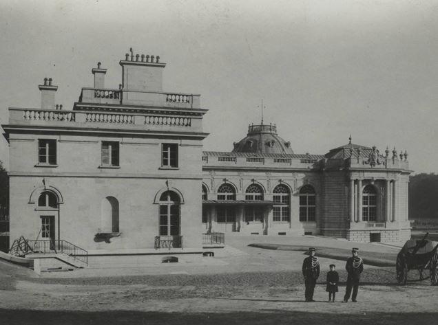Het paviljoen van de directeur was tot 1965 de privéwoning van de directeur. Tegenwoordig doet het paviljoen dienst als kantoor van de directeur en huist het de administratieve diensten.