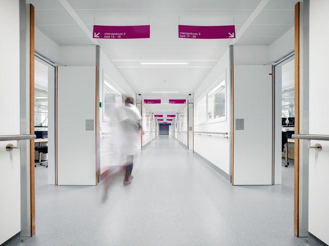 LCC-Plafonds ontwerpt zelfdragende XL 300-plafondpanelen op maat voor UZ Leuven