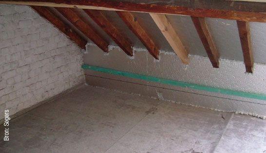 Langs de binnenzijde aangebrachte isolatie ter hoogte van de muurplaat over de volledige hoogte van de borstwering