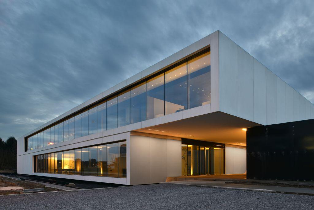 Nieuwe kantoor- en architecturale verlichting in een verrassend decor