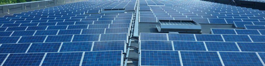 Zorgeloze PV-installatie op het platte dak