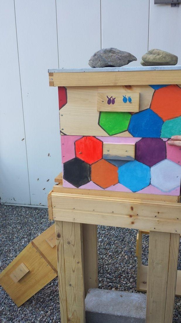 Bijenkorf door patiënten van de kinderafdeling beschilderd