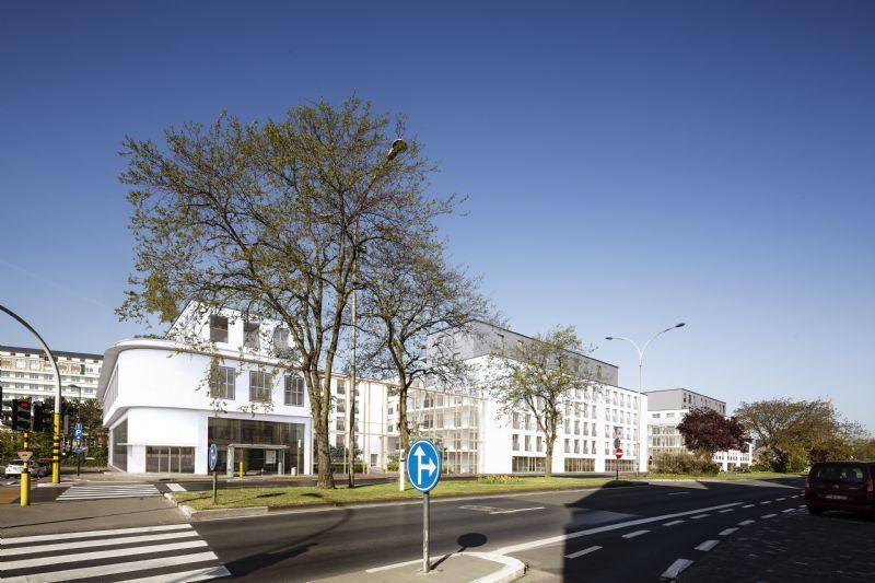 Op de rand van de binnenstad, tussen de 19de-eeuwse woonwijk Ekkergem en het halfopen stadslandschap rondom de Watersportbaan, ligt de voormalige CIAC-garage tussen Einde Were en de Henri Dunantlaan.