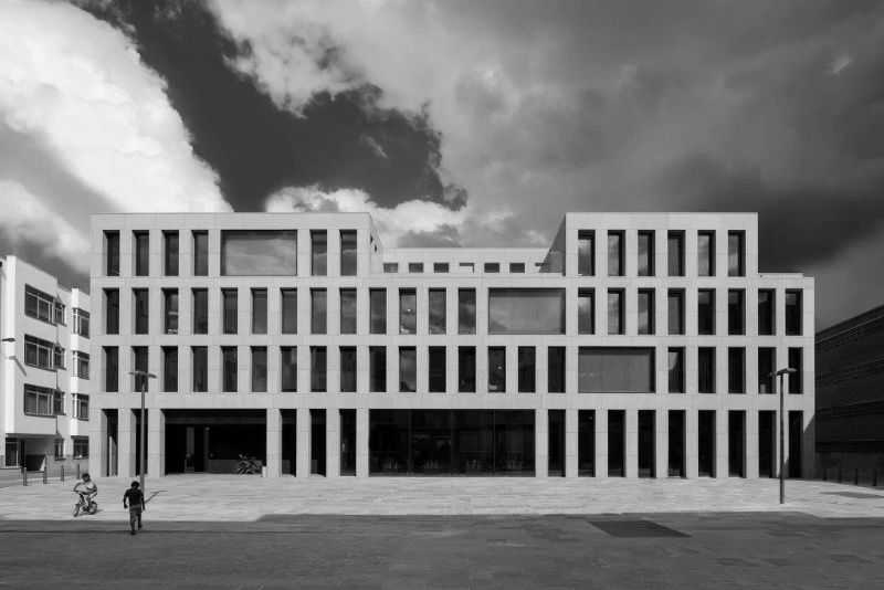 Koen Van Damme haalde het met zijn foto van de jeugdherberg in Antwerpen (Vincent Van Duysen Architects) in de categorie van de vakjury.