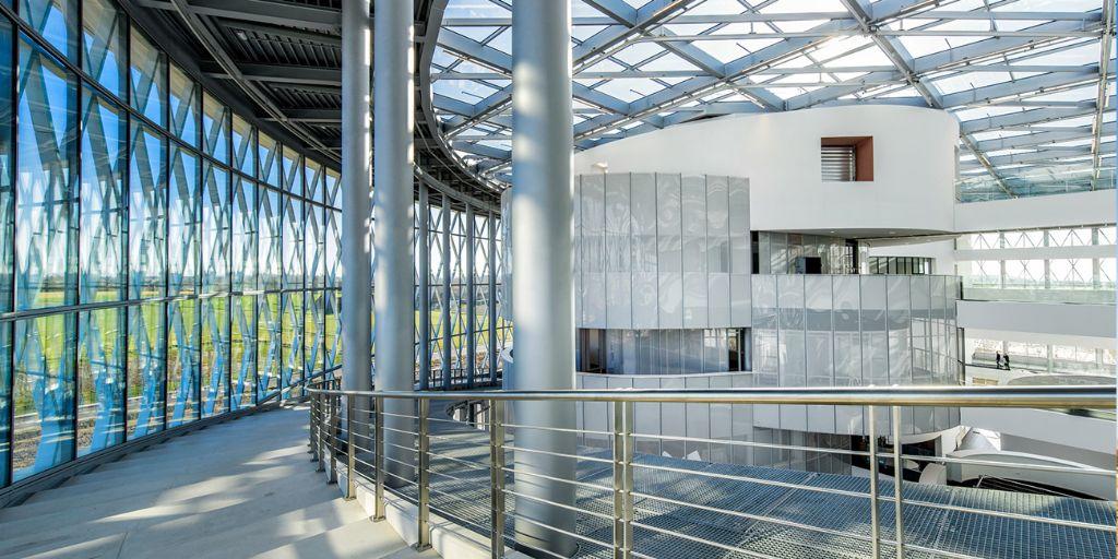 'The Circle' krijgt een maximum aan licht door de volledig glazen vliesgevel. (Foto: Jaspers-Eyers Architects)