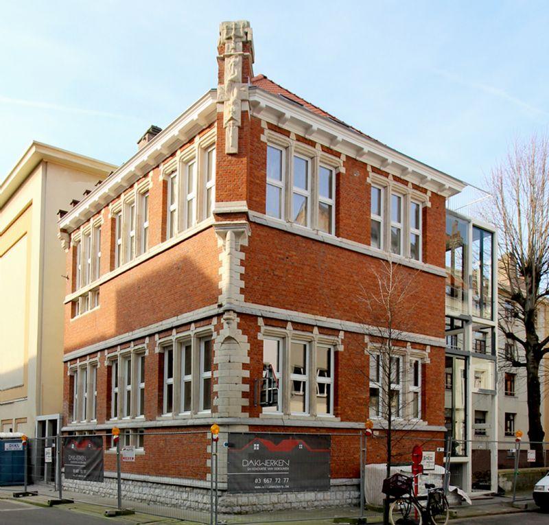 Het gerenoveerde badhuis in Antwerpen
