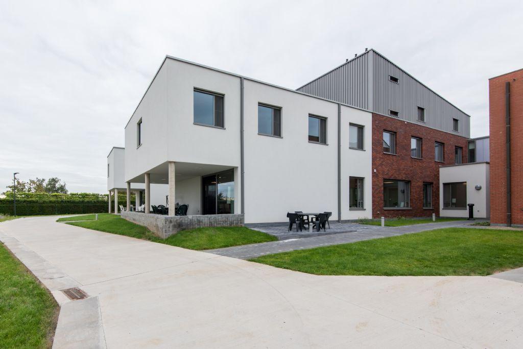 De nieuwbouw bestaat van het Roerhuis bestaat uit twee hogere blokken met twee niveaus. (Beeld: VK Architects & Engineers)