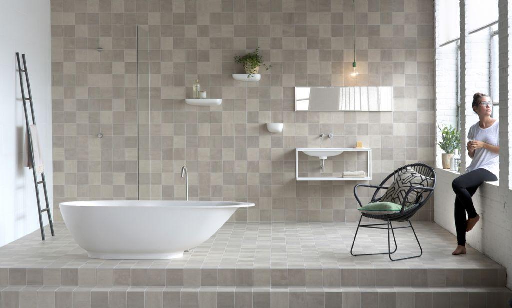 Les carreaux en céramique déterminent l'ambiance de la salle de bains