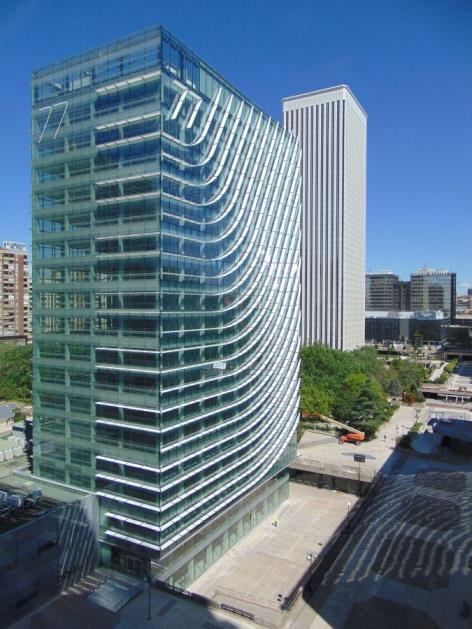 Castellana 77, een duurzaam gebouw met een glazen gevel van Guardian Glass