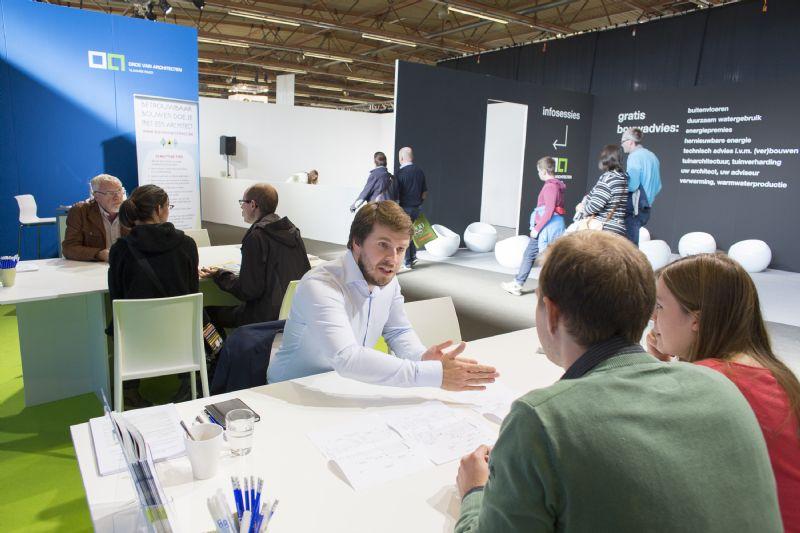 Architecten geven advies op de adviesstand van de Orde van Architecten –Vlaamse Raad.