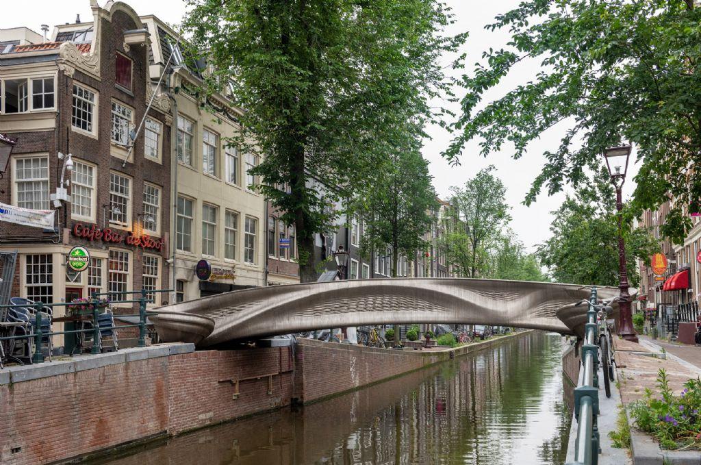 Une passerelle en acier inoxydable imprimée en 3D inaugurée à Amsterdam
