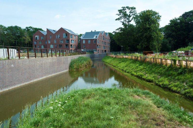 Het Demer-project in Diest lijkt een schot in de roos. Rond de waterloop verrijzen nieuwe woon- en groenzones die het verval van de voorbije decennia snel zullen doen vergeten. (Foto: VMM)
