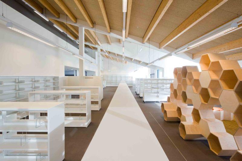De bibliotheek is voorzien van vloerverwarming en er wordt gebruik gemaakt van verdringingsventilatie en natuurlijke nachtventilatie.