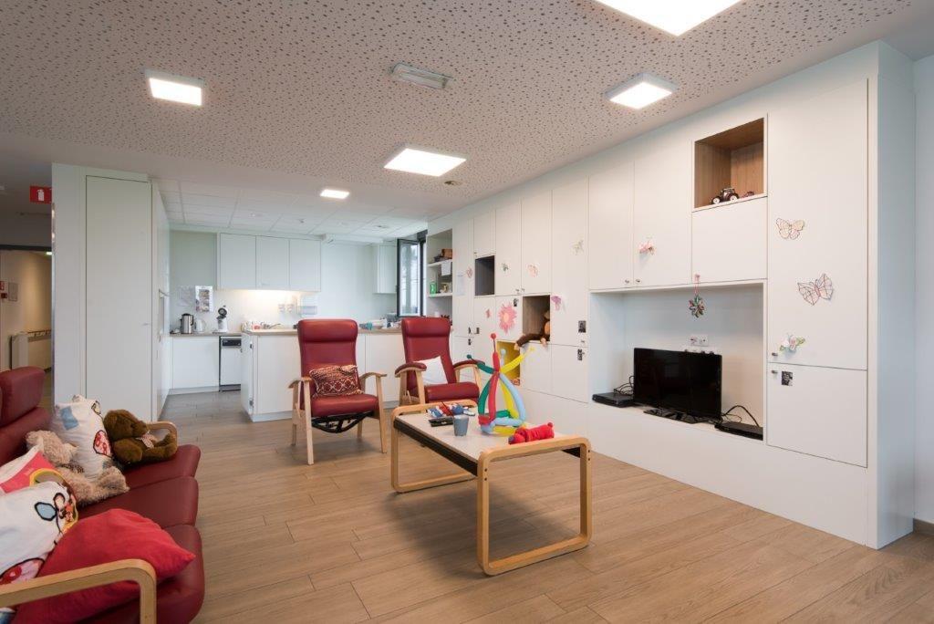 """Claude Devos: """"Met de afwerkingsmaterialen in het interieur mikken we op een warme, huiselijke sfeer voor de bewoners en het personeel."""" (Beeld: VK Architects & Engineers)"""