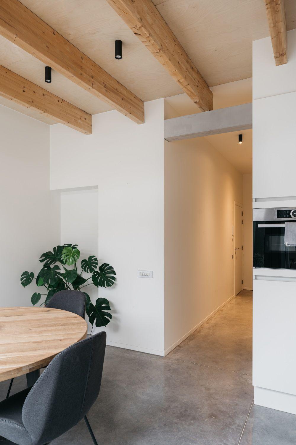 Balkenconstructie in leefruimte