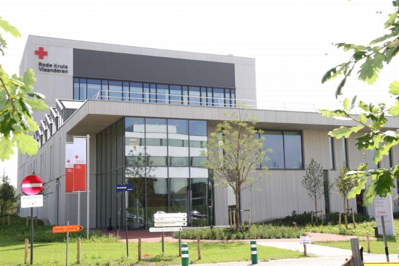 ESP en Turtelboom bezoeken energieneutraal labo Rode Kruis-Vlaanderen