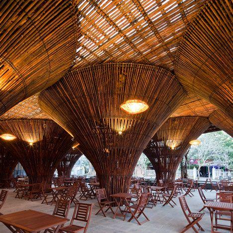 Het Kontum Indochine Cafe van Vo Trong Nghia Architects