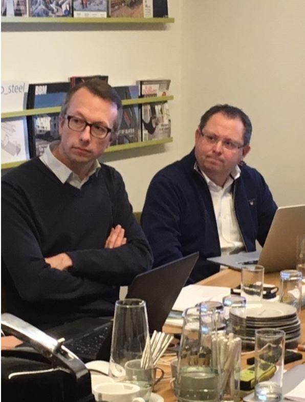 """Tom Rommens (Gyproc, links): """"Eigenlijk komt circulair bouwen neer op het proberen oplossen van fouten uit het verleden, en tegelijk vermijden dat die fouten opnieuw gemaakt worden."""""""