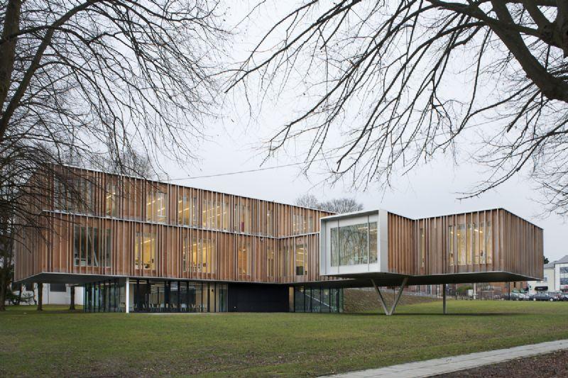 Stadhuis Montigny-Le-Tilleul: een van de genomineerden van de Staalbouwwedstrijd 2014.