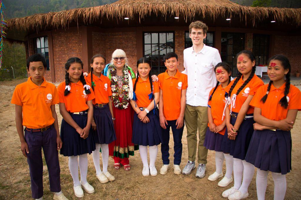 De school werd feestelijk geopend door Sophie Vangheel, oprichtster van CUNINA en Felix de Laet, aka dj Lost Frequencies