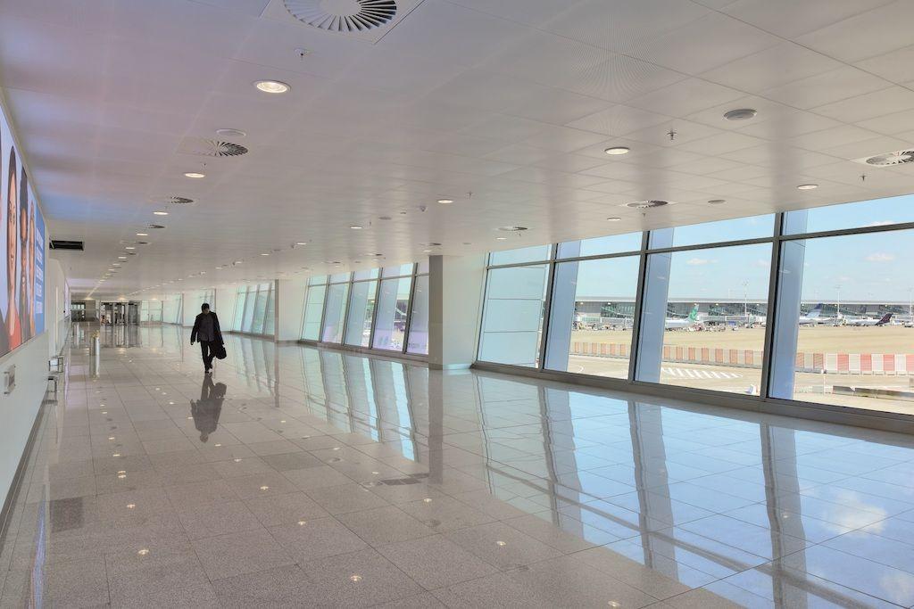 Plafonds dragen bij aan totaalbeleving in Connectorgebouw Brussels Airport