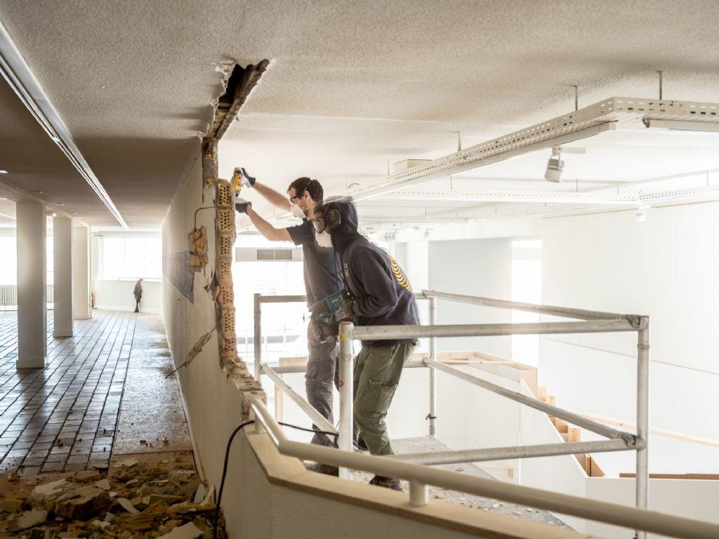 Het ontwerp tracht - zoals zo dikwijls bij Rotor - zoveel mogelijk te vertrekken vanuit het bestaande: het gebouw, de materialen die vrijkomen bij de ontmantelingen; de productiecapaciteiten van de technische ploeg van het museum.