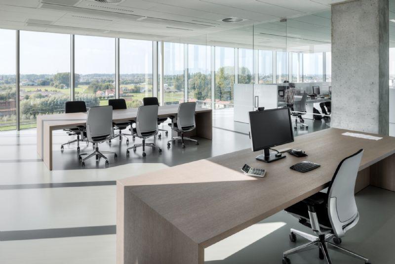 De bovenste vijf bouwlagen zijn identiek en omvatten elk een kantoorruimte van 740m².