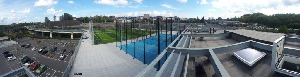 Des sportifs sur le toit du Decathlon à Charleroi