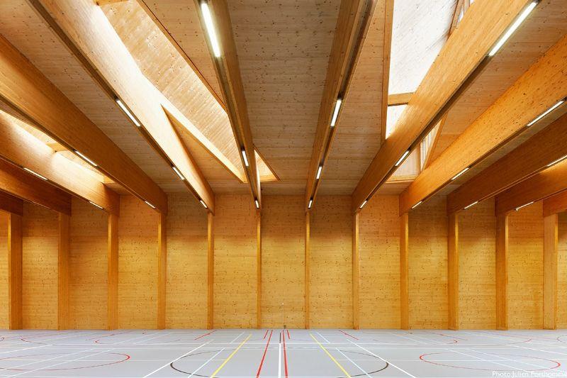 À Ottignies, Atelier 4D pose une salle de sports en bois par-dessus le RER