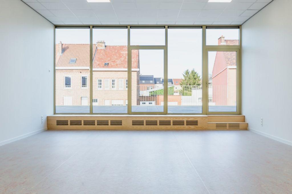 Compact ontwerp (OSK-AR) voor uitbreiding school heeft opvallend gevolg voor sportzaal