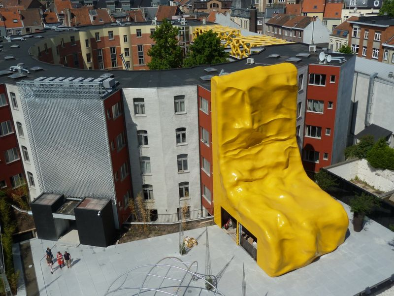 CIRBUATS, 2011-2013 polyester 1500 x 800 x 800 cm 590.6 x 315 x 315 inches   collection/location: Foundation Liedts-Meessens, Zebrastraat – Gent, B