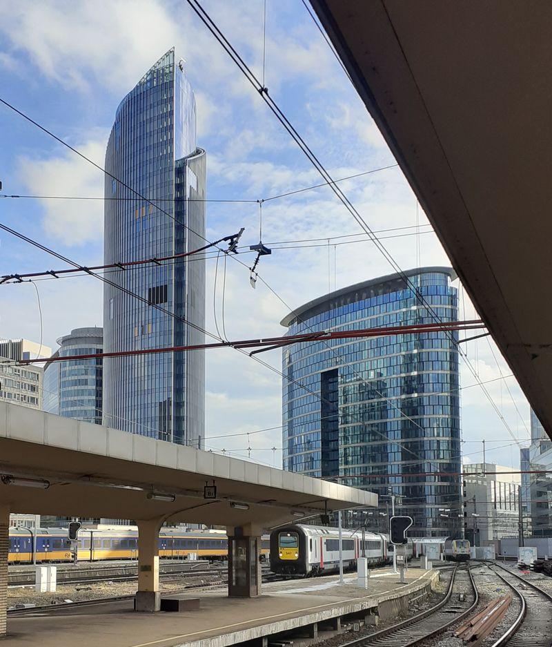 Het rijzige silhouet van de Silver Tower drukt zijn stempel op de Brusselse skyline.