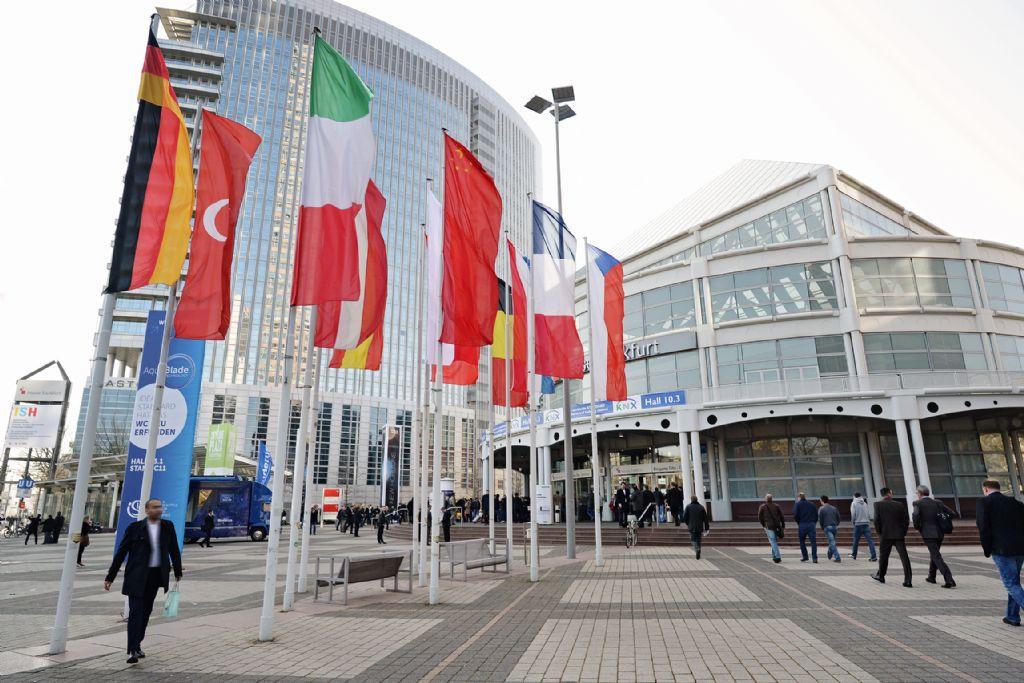 Solenco stelt een prototype van de Powerbox officieel voor op de ISH-beurs in Frankfurt, midden maart, op de stand van Giacomini.