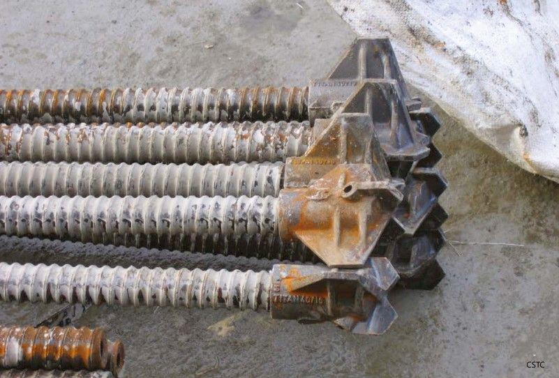 Detail van wapeningselementen bestaande uit zelfborende holle stangen.