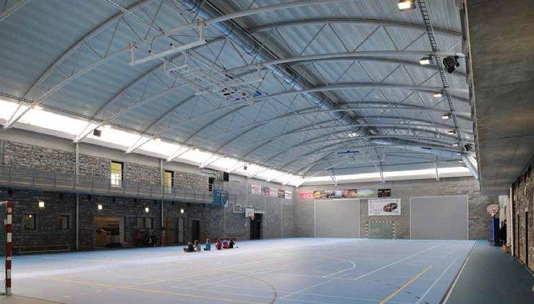 Complexe sportif et associatif de Miavoye : sport à la ferme (Atelier de l'Arbre d'Or)