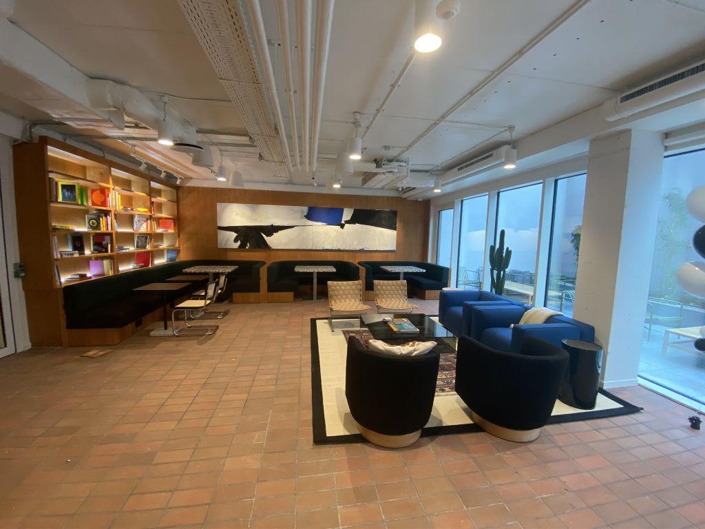 WeWork veut proposer des espaces de coworking haut de gamme.