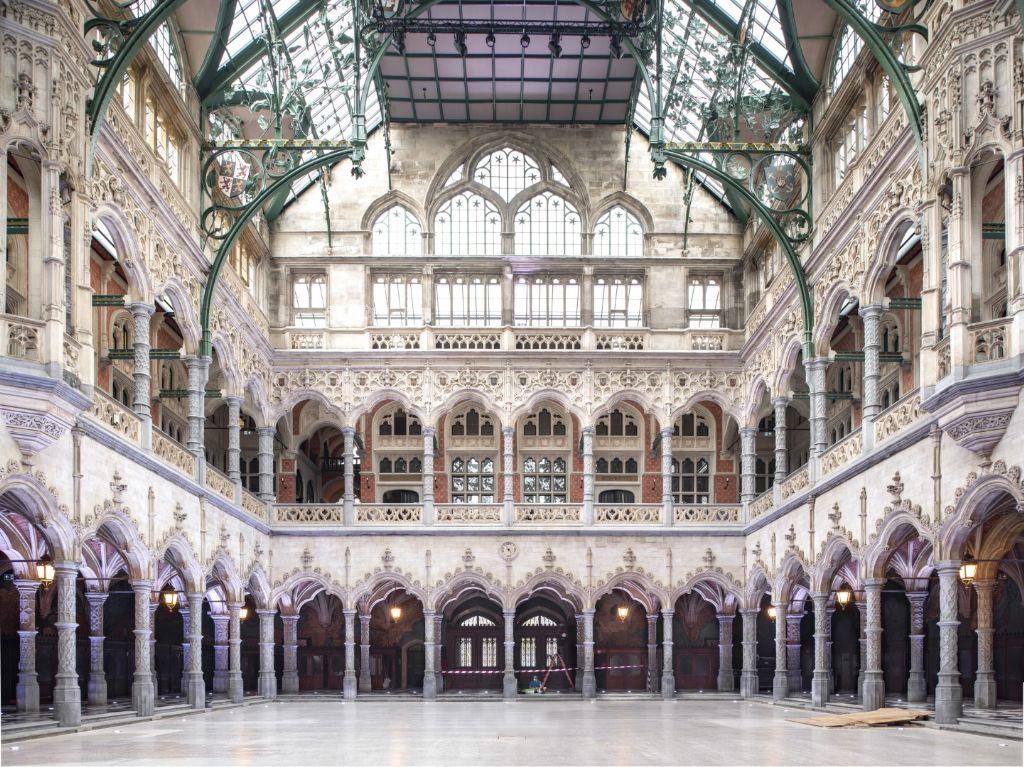 La Bourse d'Anvers, restaurée et rénovée, rouvre ses portes