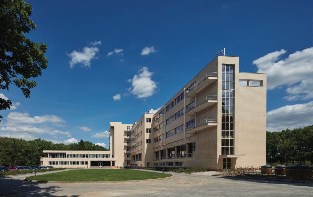 Sanatorium Joseph Lemaire in Tombeek (Overijse) werd omgetoverd tot een modern woonzorgcomplex met 127 RVT-bedden, 24 assistentiewoningen en een publiek toegankelijke brasserie.