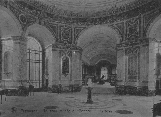 Een ivoren buste, gemaakt door Thomas Vinçotte, van koning Leopold II stond centraal onder de koepel.