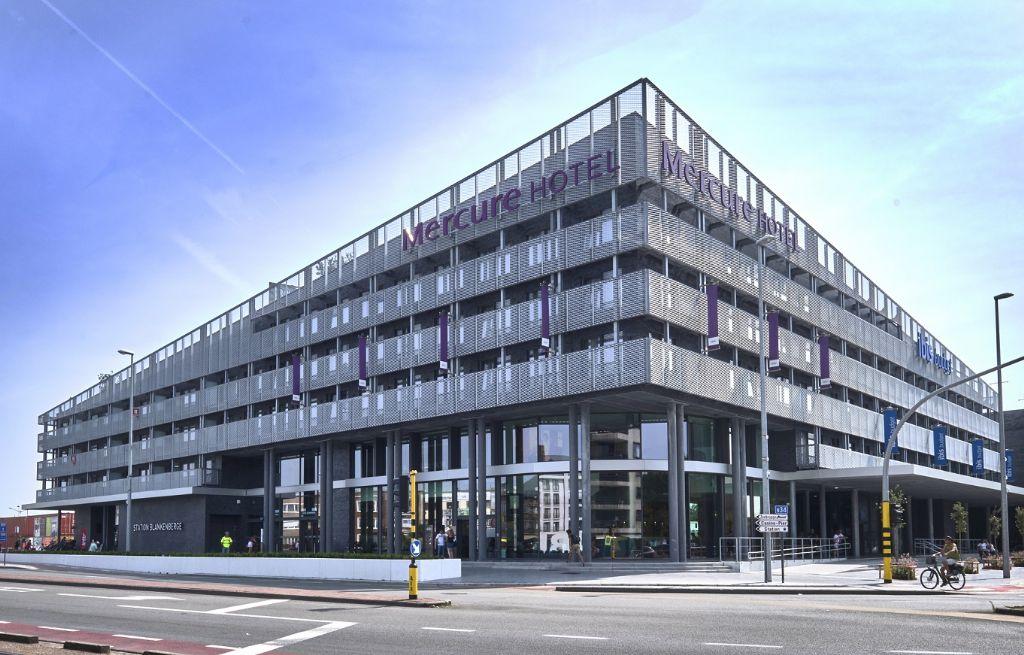 MDB Metal bekleedt gevels nieuw station Blankenberge met strekmetaal